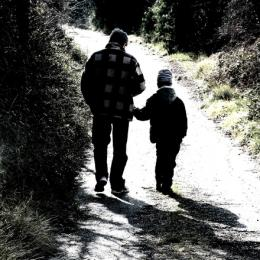 Boys with absent fathers more likely to become young dads