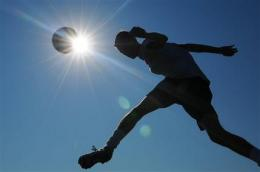 Pediatricians: Sports in heat OK with precautions (AP)