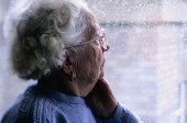 Some with alzheimer's better off staying on antipsychotics: study