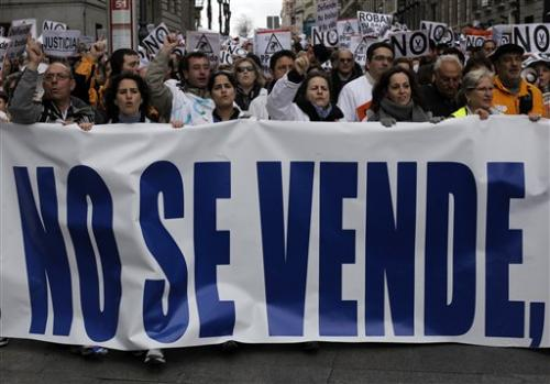 Thousands in Spain protest health privatization