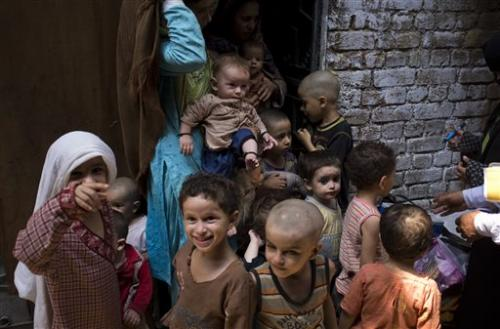 Polio breaks out amid militant threats in Pakistan