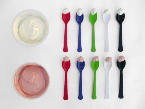 Cutlery: Do size, weight, shape and color matter?