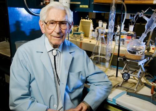 Scientist, 98, challenges orthodoxy on causes of heart disease