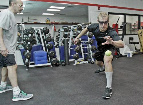 Strobe glasses improve hockey players' performance