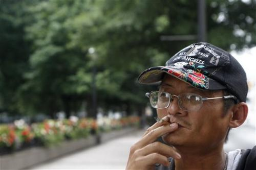 US anti-smoking battle moves outdoors; more bans