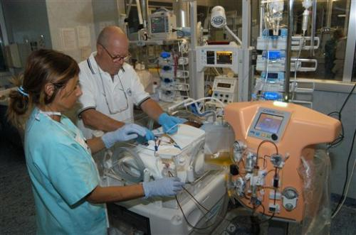 Doctors design mini dialysis machine for babies
