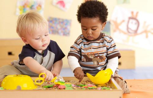 Infants with a clear hand preference show advanced language ability as toddlers